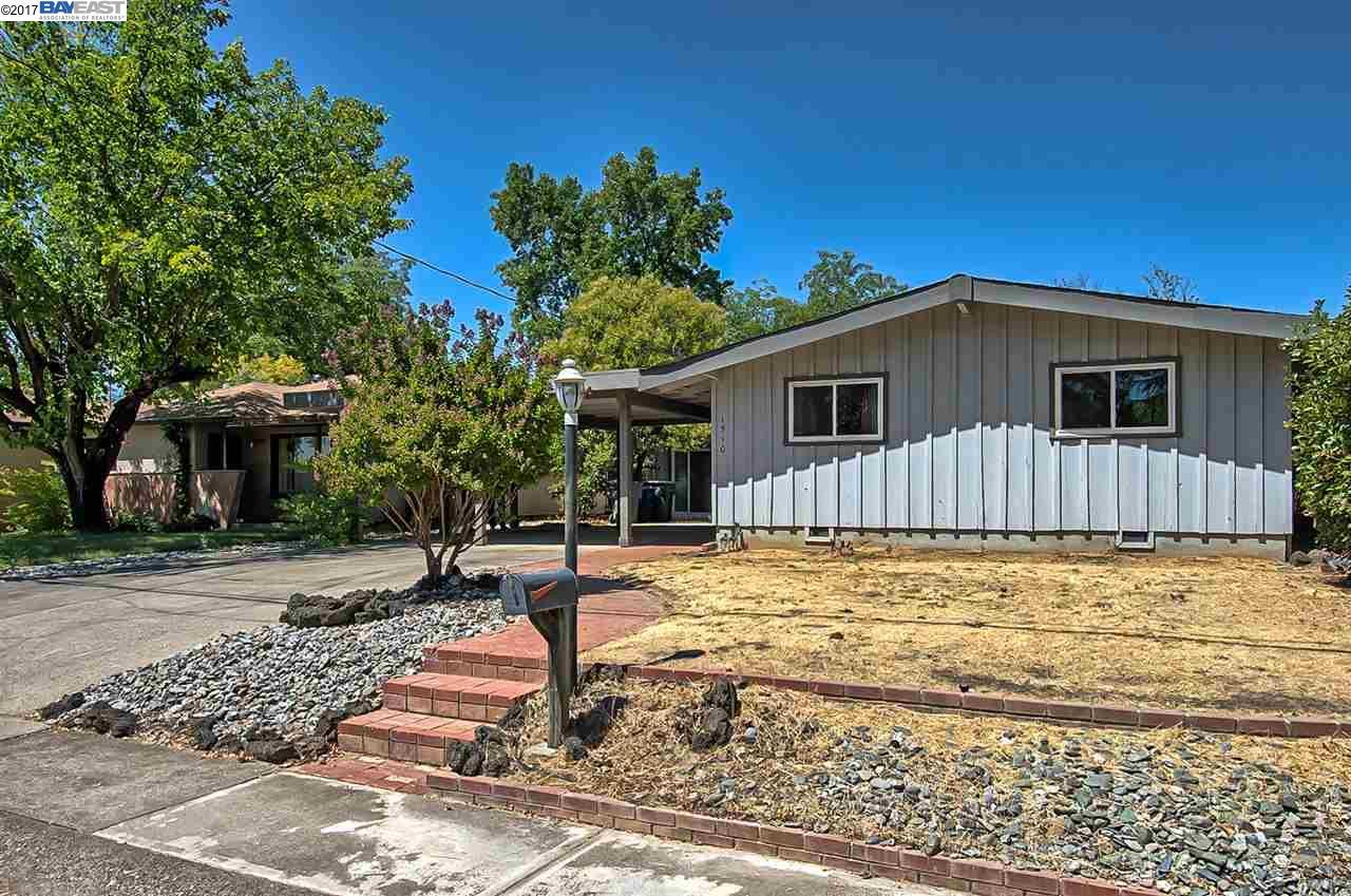 Casa Unifamiliar por un Venta en 1510 Rideg Drive Redding, California 96001 Estados Unidos