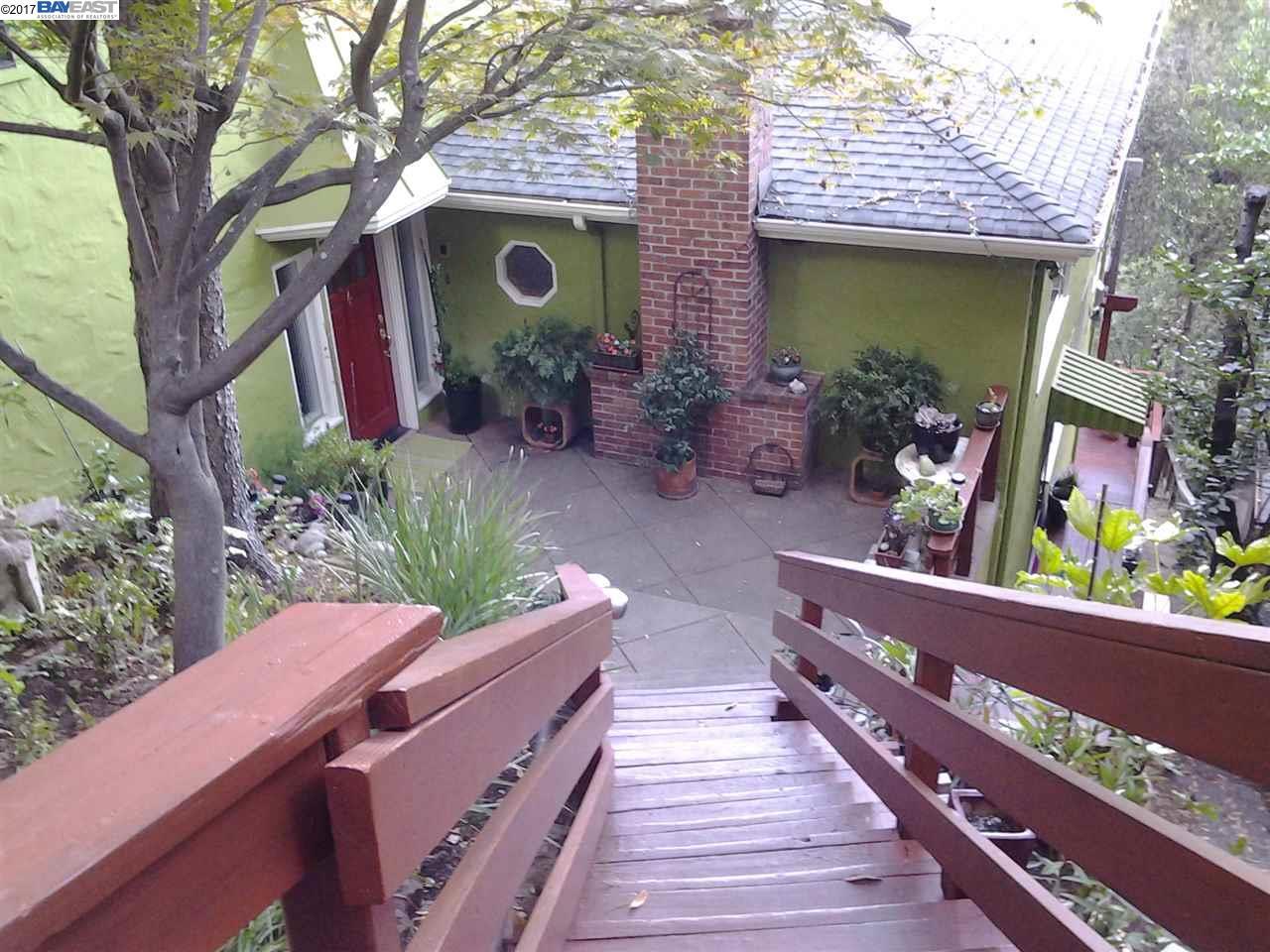 Maison unifamiliale pour l Vente à 7084 Homewood Drive 7084 Homewood Drive Oakland, Californie 94611 États-Unis