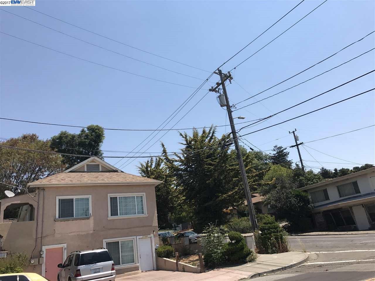 Maison avec plusieurs logements pour l Vente à 21498 OAK STREET 21498 OAK STREET Hayward, Californie 94546 États-Unis