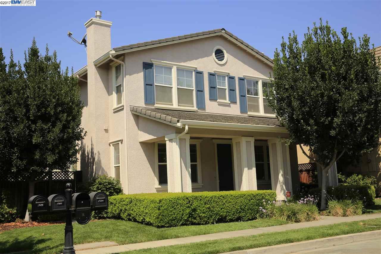 Maison unifamiliale pour l à louer à 1516 Whispering Oaks Way Pleasanton, Californie 94566 États-Unis