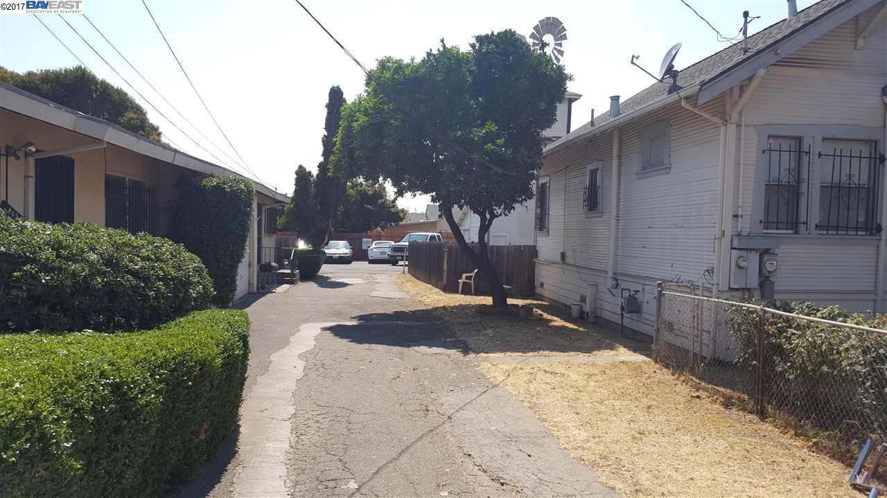 Maison avec plusieurs logements pour l Vente à 24653 Whitman Street Hayward, Californie 94544 États-Unis