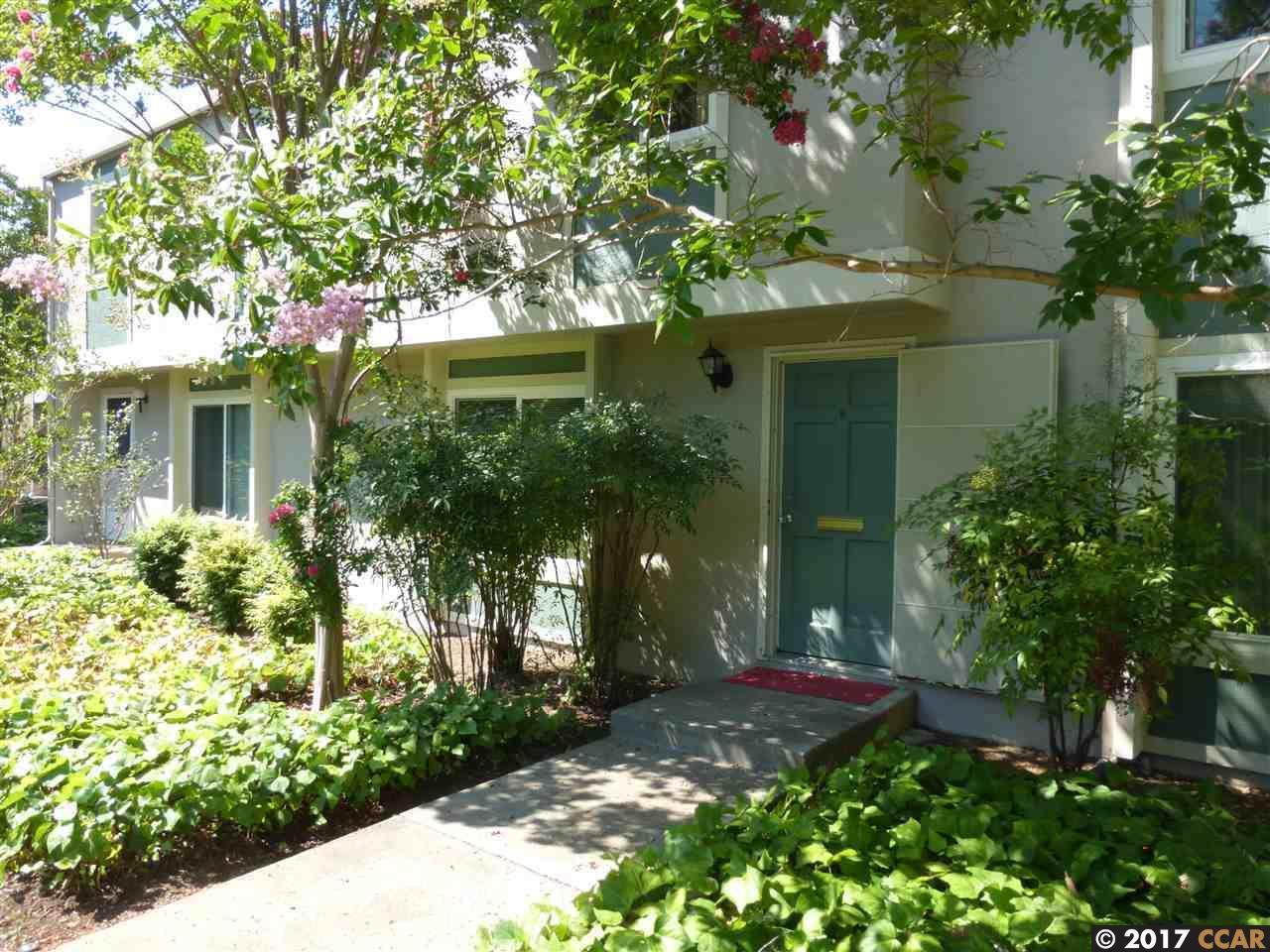 Maison accolée pour l Vente à 1236 Pine Creek Way Concord, Californie 94520 États-Unis