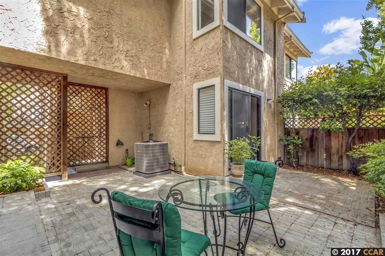 Maison accolée pour l Vente à 2036 Lost Lake Place Martinez, Californie 94553 États-Unis