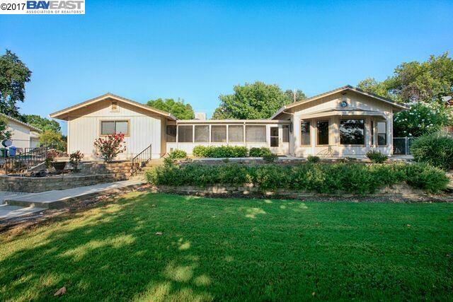 Einfamilienhaus für Verkauf beim 7023 Riverside Drive 7023 Riverside Drive Redding, Kalifornien 96001 Vereinigte Staaten