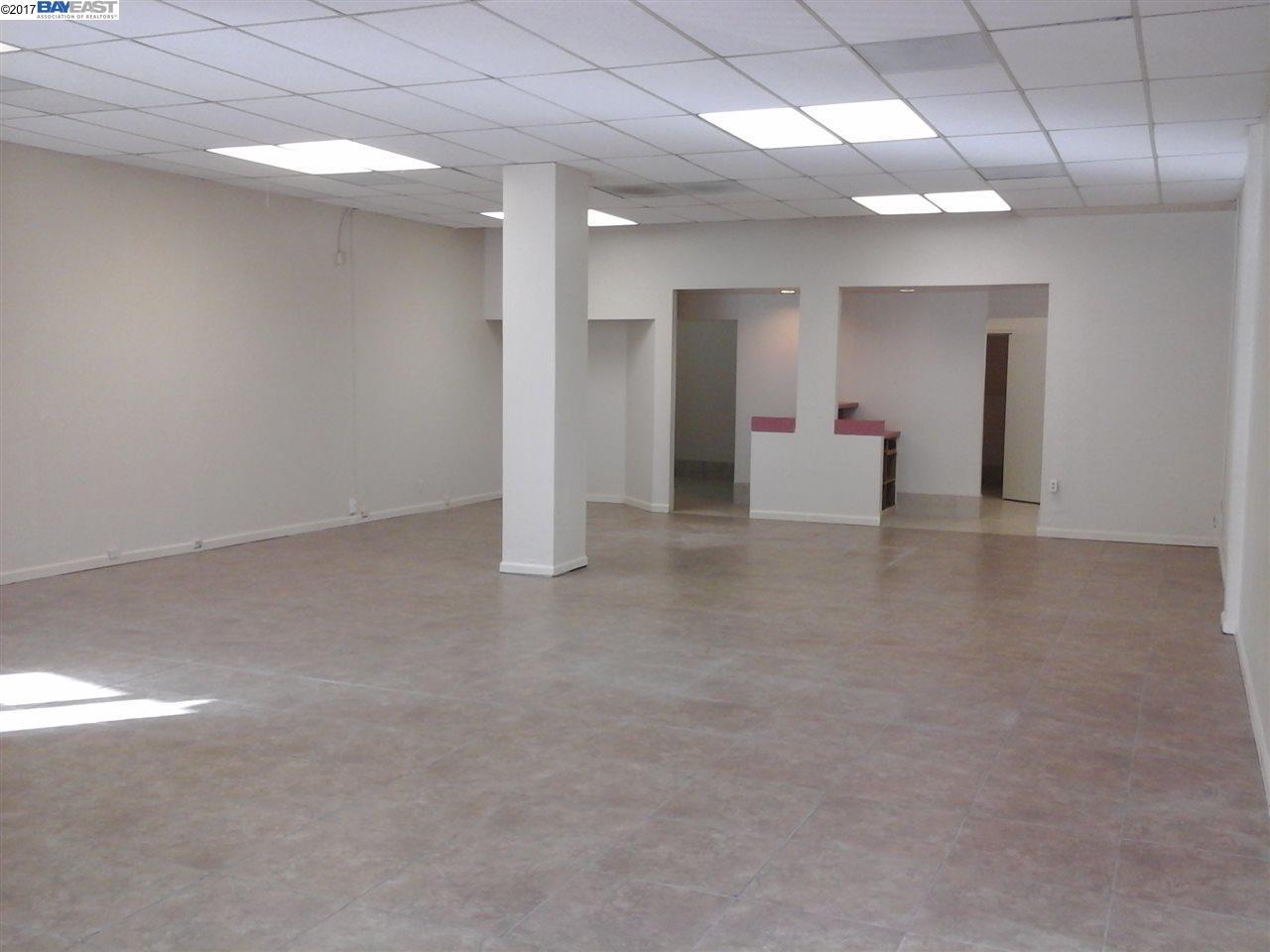 Casa Unifamiliar por un Alquiler en 22620 Foothill Blvd. Hayward, California 94541 Estados Unidos