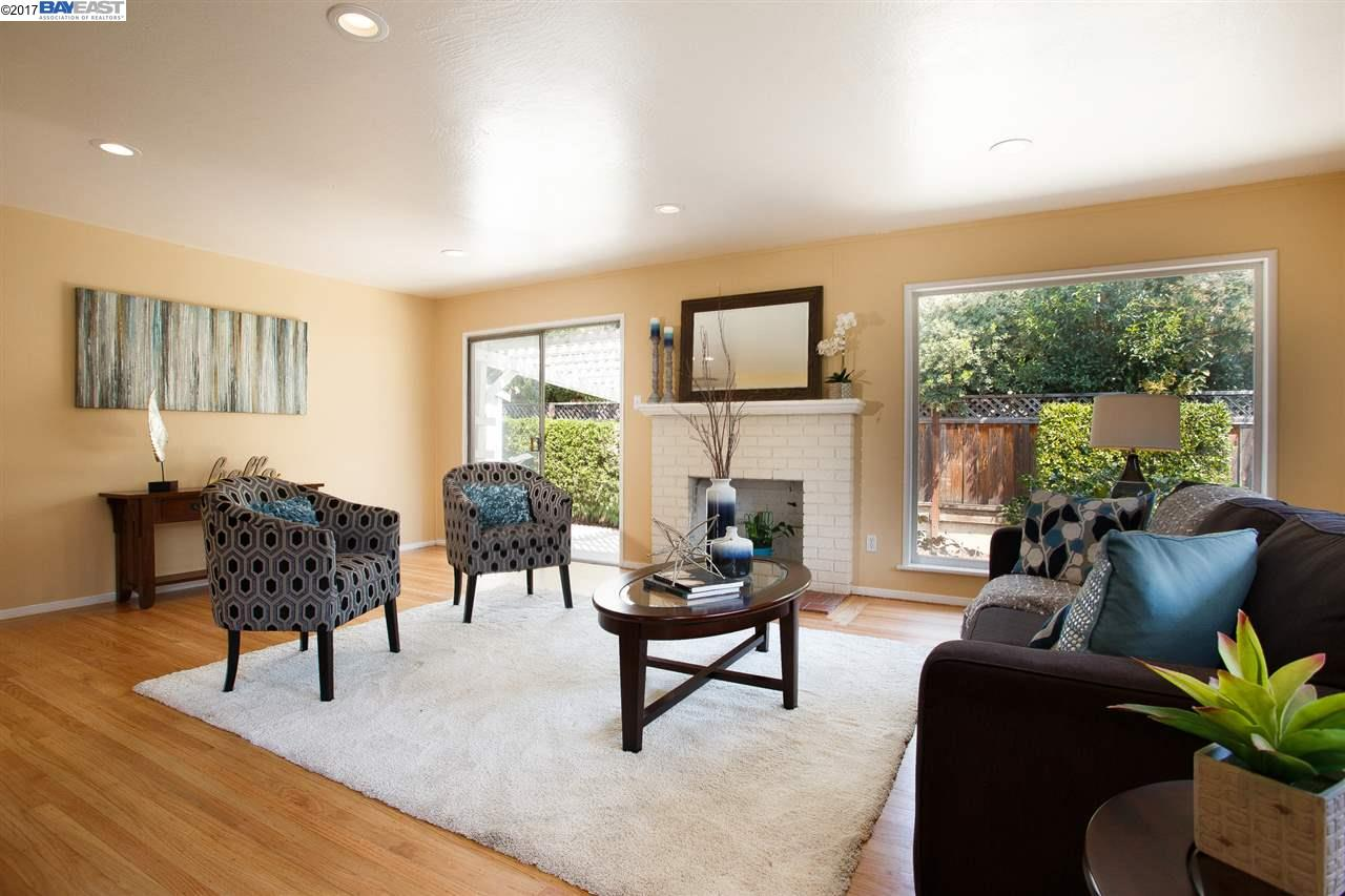 18404 Lake Chabot Rd, CASTRO VALLEY, CA 94546