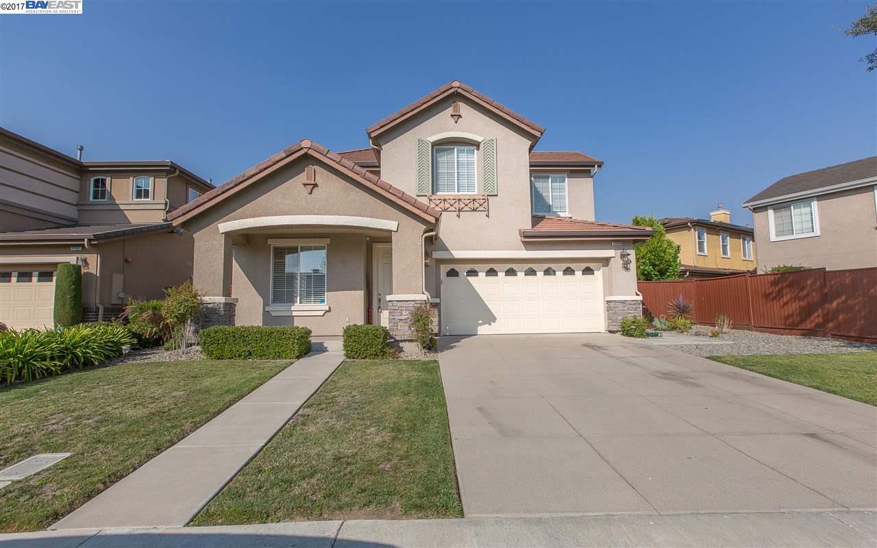 واحد منزل الأسرة للـ Sale في 35989 Gold Street Union City, California 94587 United States