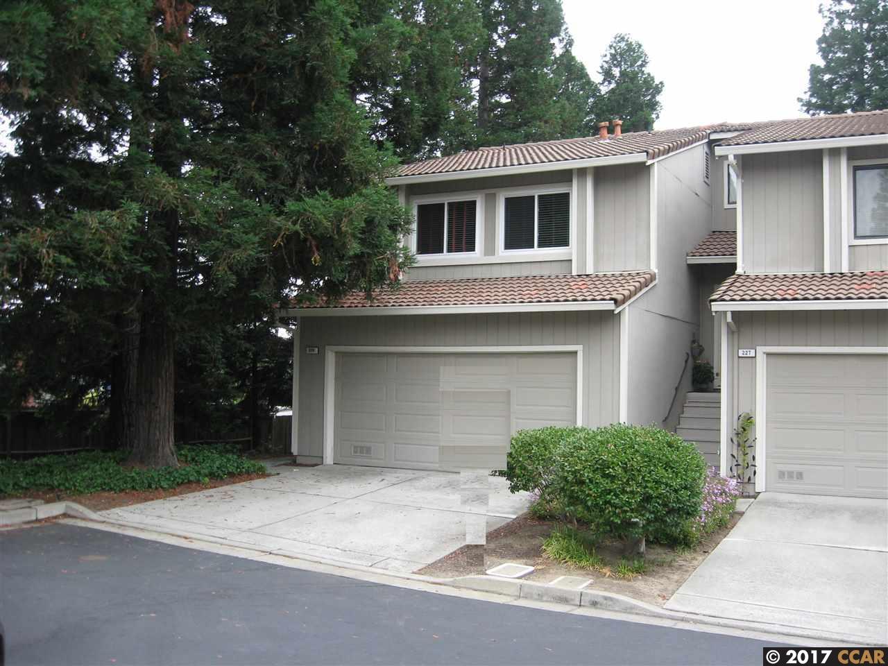 Maison accolée pour l Vente à 229 Via Pinada Lane Martinez, Californie 94553 États-Unis