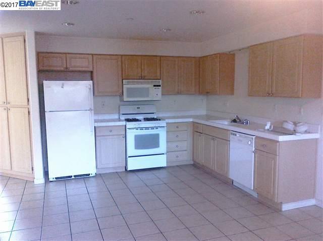Casa unifamiliar adosada (Townhouse) por un Alquiler en 246 Lansing Way Hayward, California 94541 Estados Unidos
