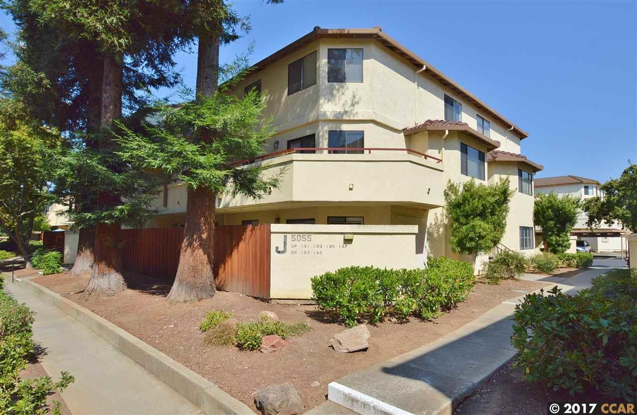Appartement en copropriété pour l Vente à 5055 Valley Crest Drive 5055 Valley Crest Drive Concord, Californie 94521 États-Unis