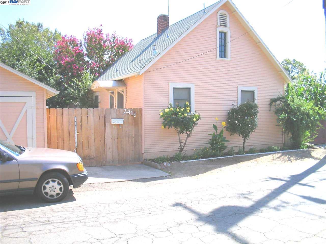 واحد منزل الأسرة للـ Sale في 241 1/2 Flora Street 241 1/2 Flora Street Lodi, California 95240 United States