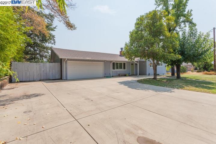 Single Family Home for Sale at 1675 Ridge Drive Redding, California 96001 United States