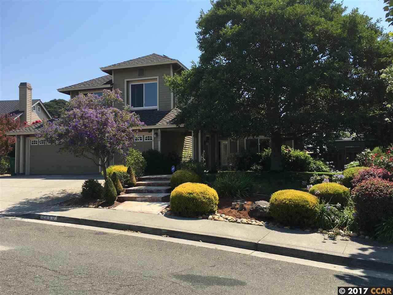Maison unifamiliale pour l Vente à 2880 Goularte Drive Pinole, Californie 94564 États-Unis