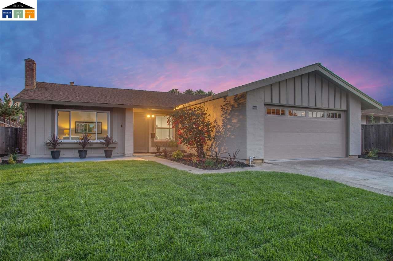 Maison unifamiliale pour l Vente à 35391 Eden Court Fremont, Californie 94536 États-Unis