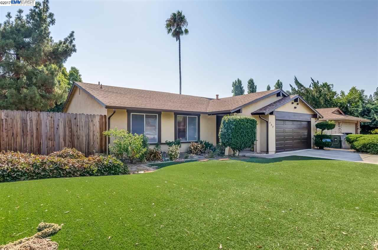 Single Family Home for Sale at 500 Edwin Drive Vacaville, California 95687 United States