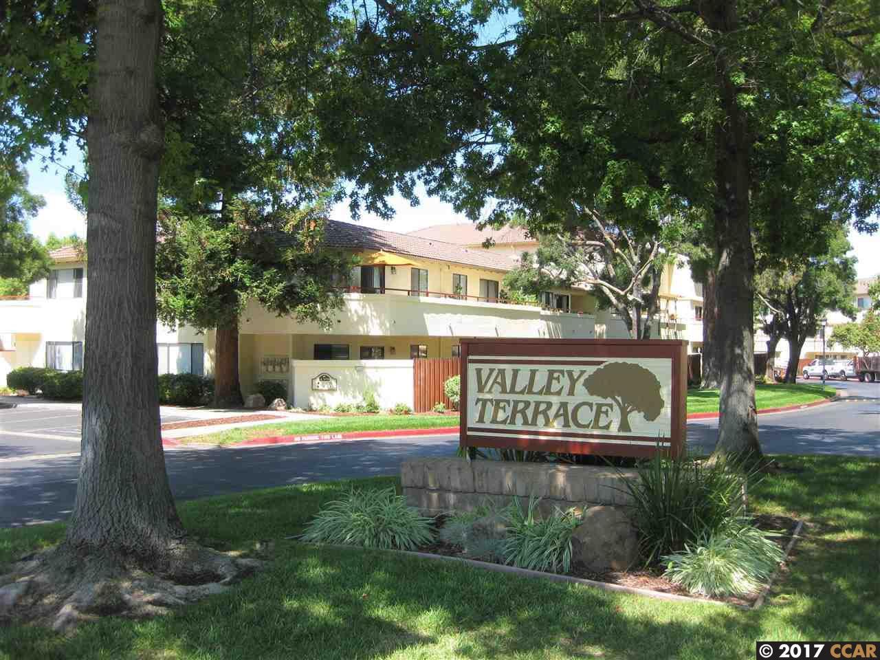 Maison accolée pour l Vente à 5045 Valley Crest Drive Concord, Californie 94521 États-Unis