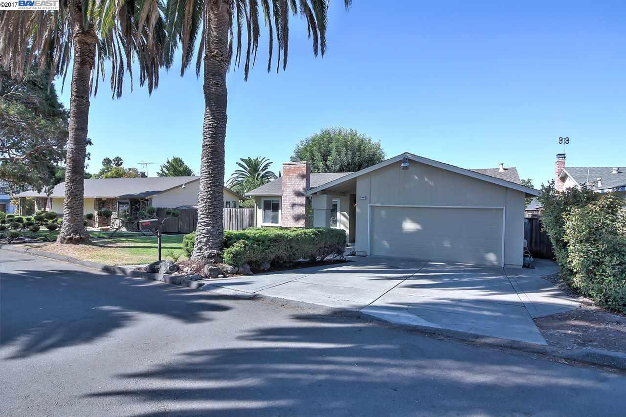Maison unifamiliale pour l Vente à 47647 Wabana Cmn Fremont, Californie 94539 États-Unis