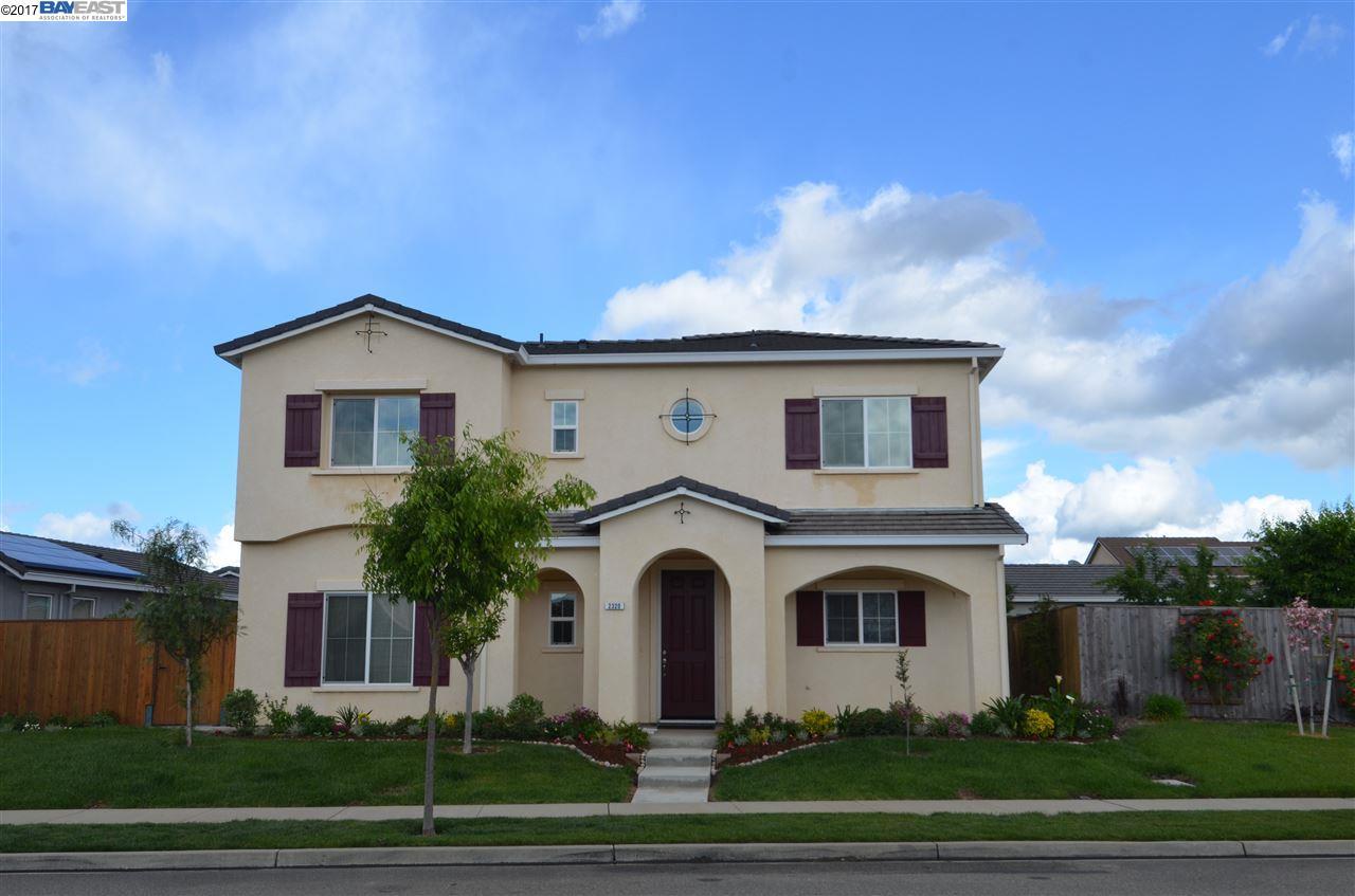 Maison unifamiliale pour l Vente à 2320 Breton Drive Oakdale, Californie 95361 États-Unis