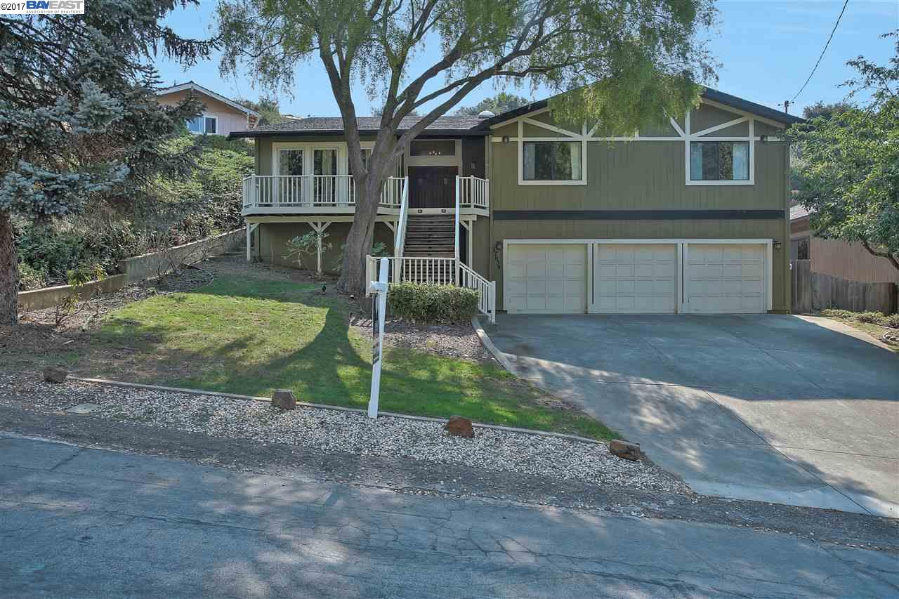 Single Family Home for Sale at 17638 Vineyard Road 17638 Vineyard Road Castro Valley, California 94546 United States