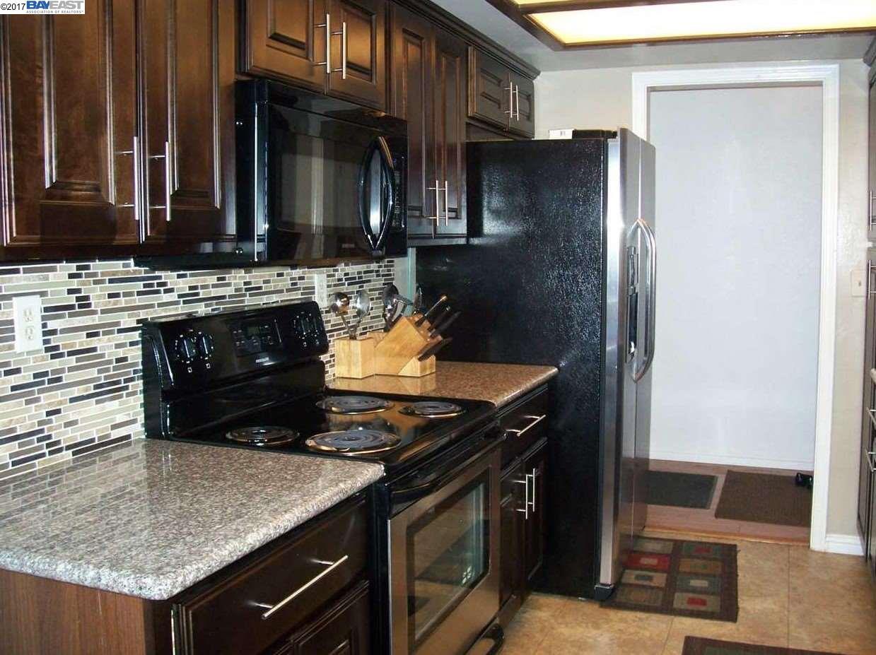 تاون هاوس للـ Rent في 22139 Castille Lane Hayward, California 94541 United States