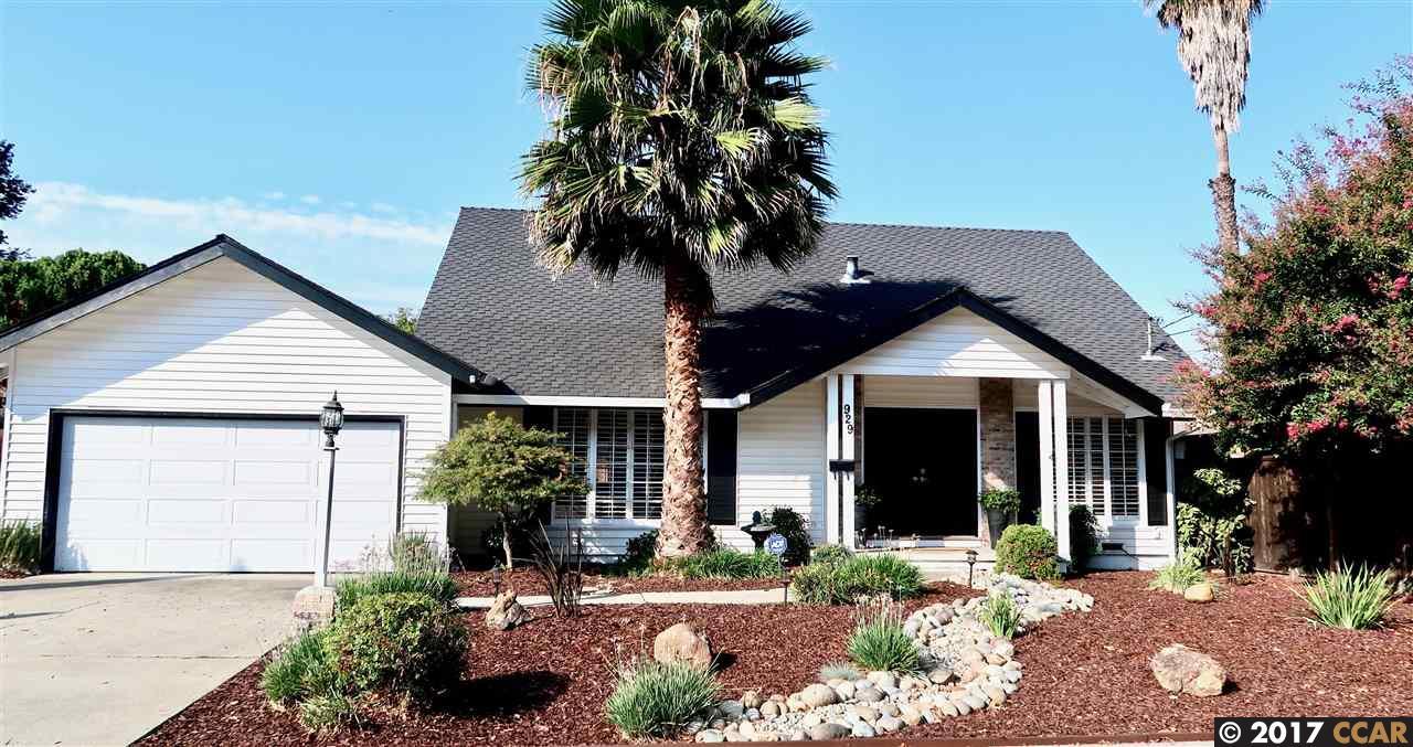 Maison unifamiliale pour l Vente à 929 Dartmouth Way Concord, Californie 94518 États-Unis