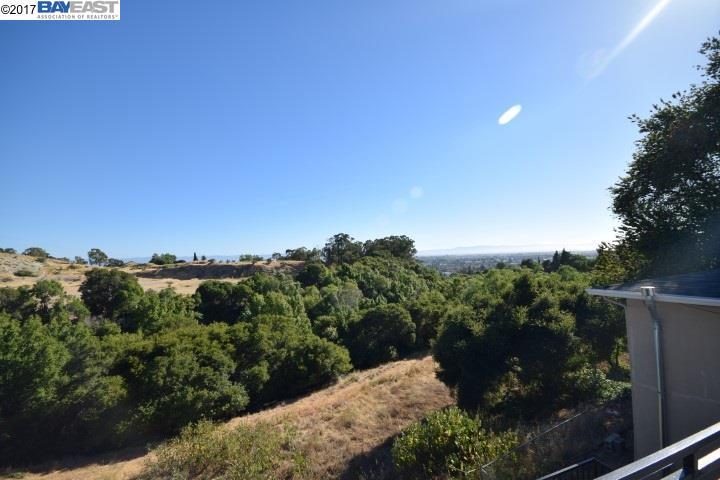 Maison avec plusieurs logements pour l Vente à 1372 Highland Blvd. Hayward, Californie 94541 États-Unis