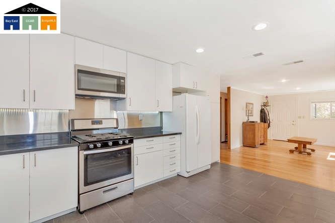 獨棟家庭住宅 為 出售 在 28 Cooke Street Crockett, 加利福尼亞州 94525 美國