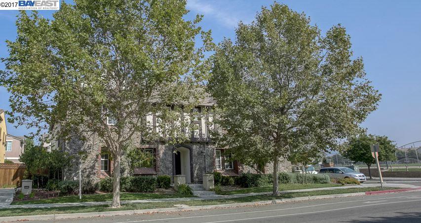 Casa unifamiliar adosada (Townhouse) por un Venta en 4988 Ivyleaf Springs Road San Ramon, California 94582 Estados Unidos