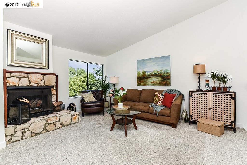 Maison accolée pour l Vente à 1572 Ashwood Drive 1572 Ashwood Drive Martinez, Californie 94553 États-Unis