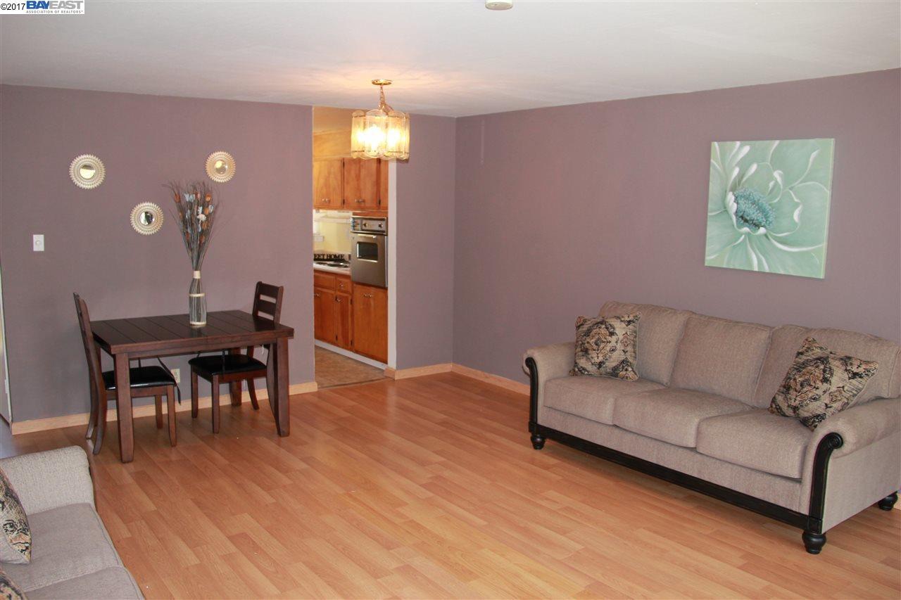 شقة بعمارة للـ Sale في 2940 Estates Avenue 2940 Estates Avenue Pinole, California 94564 United States
