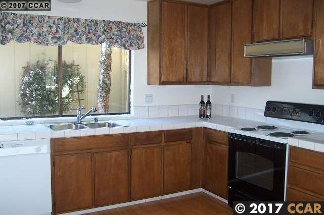 Maison accolée pour l Vente à 433 THISTLE CIRCLE 433 THISTLE CIRCLE Martinez, Californie 94553 États-Unis