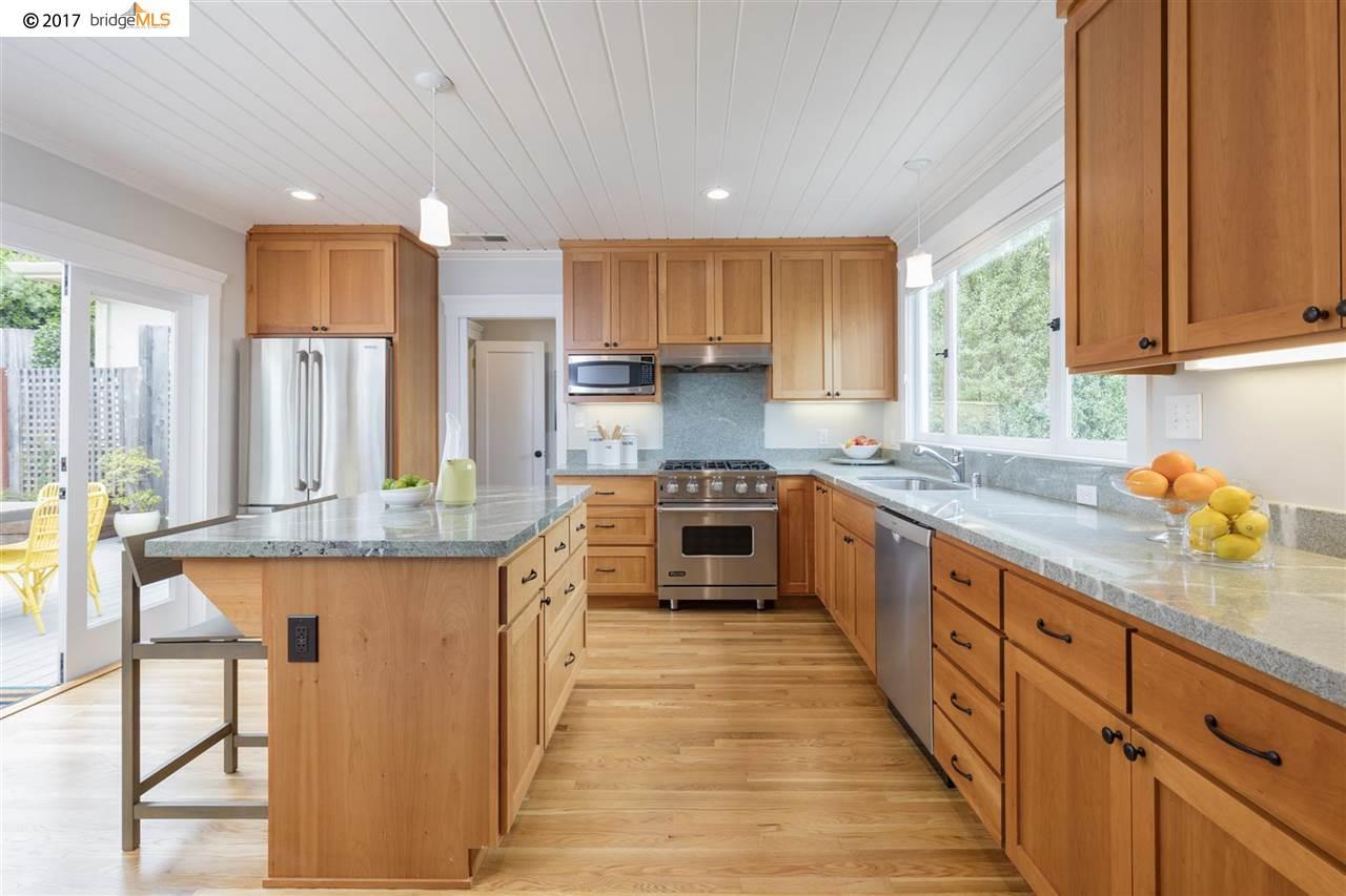 Maison unifamiliale pour l Vente à 255 Columbia Avenue 255 Columbia Avenue Kensington, Californie 94708 États-Unis