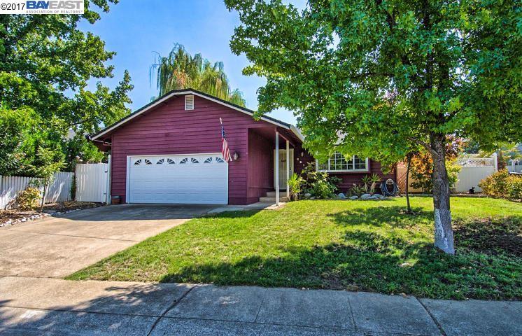 Einfamilienhaus für Verkauf beim 2213 Jessica Way 2213 Jessica Way Redding, Kalifornien 96002 Vereinigte Staaten