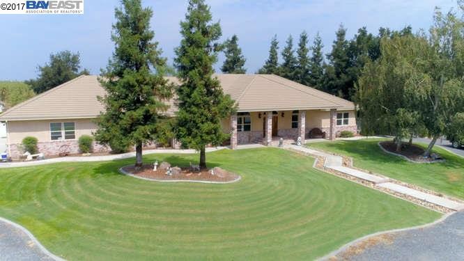 Casa Unifamiliar por un Venta en 9885 E Louise Avenue 9885 E Louise Avenue Manteca, California 95336 Estados Unidos