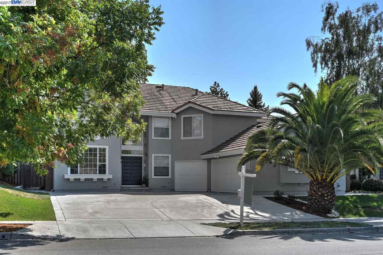 Maison unifamiliale pour l Vente à 218 W Hunter Lane 218 W Hunter Lane Fremont, Californie 94539 États-Unis