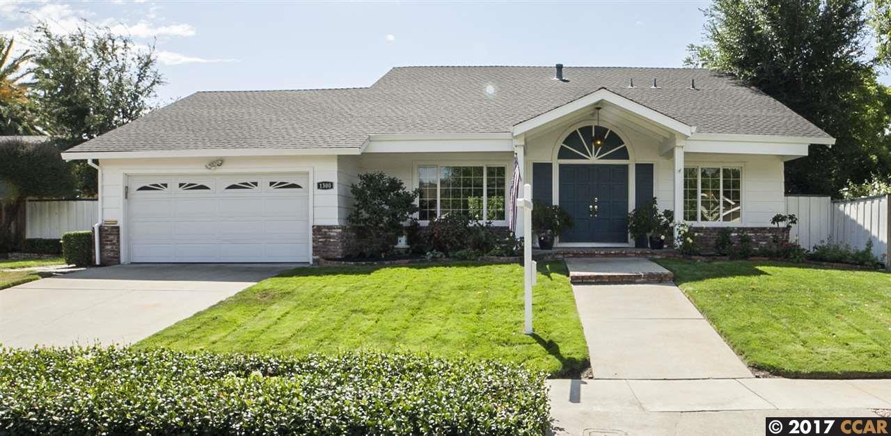 Maison unifamiliale pour l Vente à 1300 Hookston Road Concord, Californie 94518 États-Unis