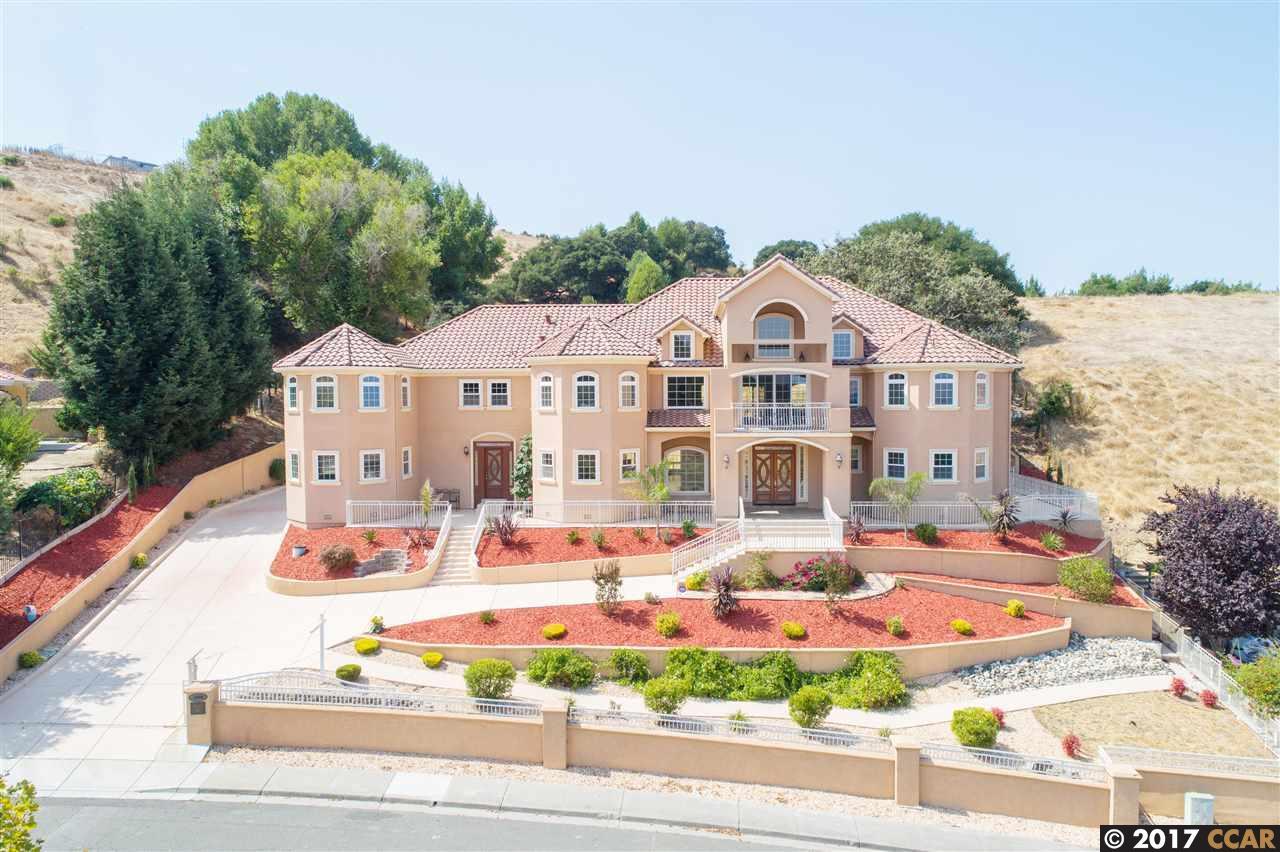 獨棟家庭住宅 為 出售 在 1054 Turquoise Drive 1054 Turquoise Drive Hercules, 加利福尼亞州 94547 美國