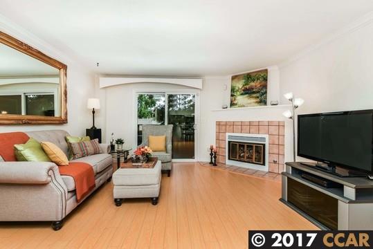 Appartement en copropriété pour l Vente à 353 Eastgate Lane Martinez, Californie 94553 États-Unis