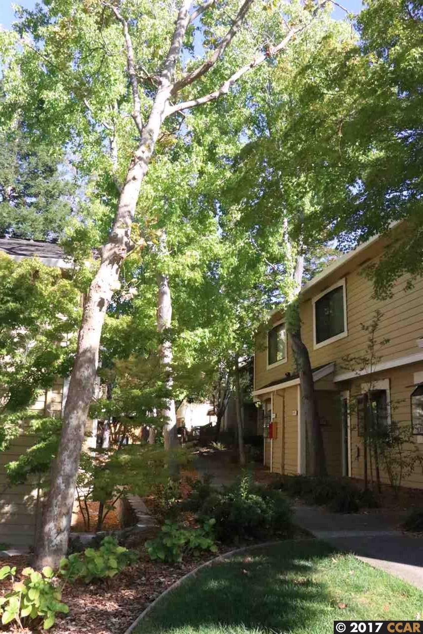 Appartement en copropriété pour l Vente à 675 Center Avenue Martinez, Californie 94553 États-Unis