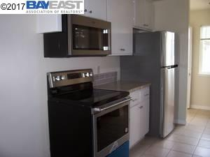 Многосемейный дом для того Аренда на 2246 Regent Way Castro Valley, Калифорния 94546 Соединенные Штаты