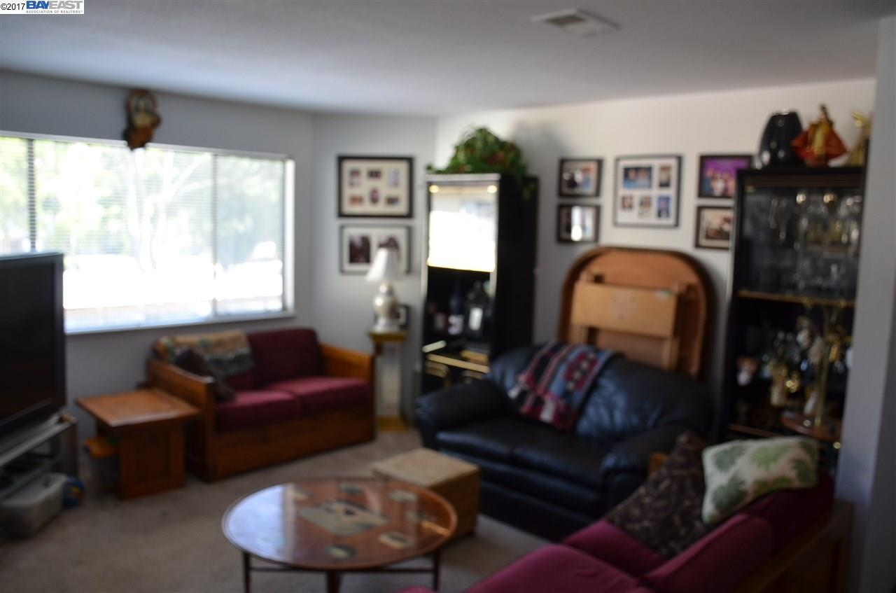 Appartement en copropriété pour l Vente à 5025 Valley Crest Drive 5025 Valley Crest Drive Concord, Californie 94521 États-Unis