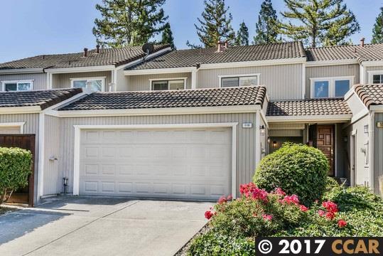 Maison accolée pour l Vente à 110 Via Cabrera Lane Martinez, Californie 94553 États-Unis