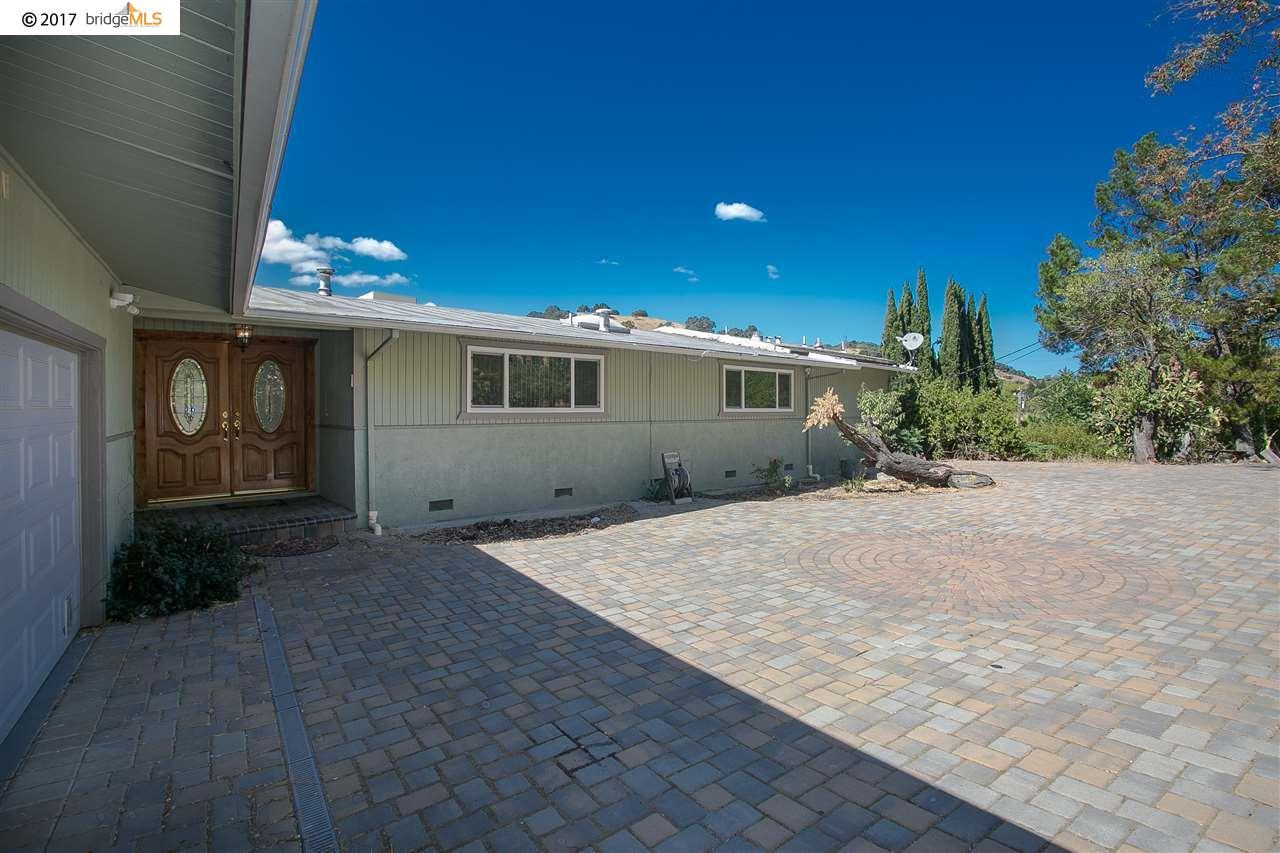 Maison unifamiliale pour l Vente à 6215 Alhambra Avenue 6215 Alhambra Avenue Pleasant Hill, Californie 94523 États-Unis
