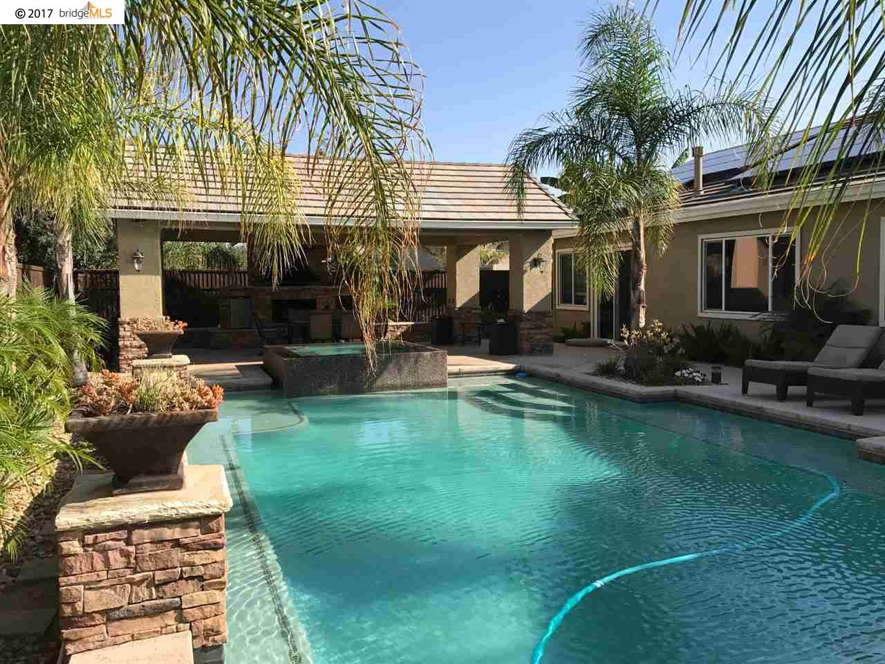 Casa Unifamiliar por un Venta en 10 Gold Run Court Oakley, California 94561 Estados Unidos