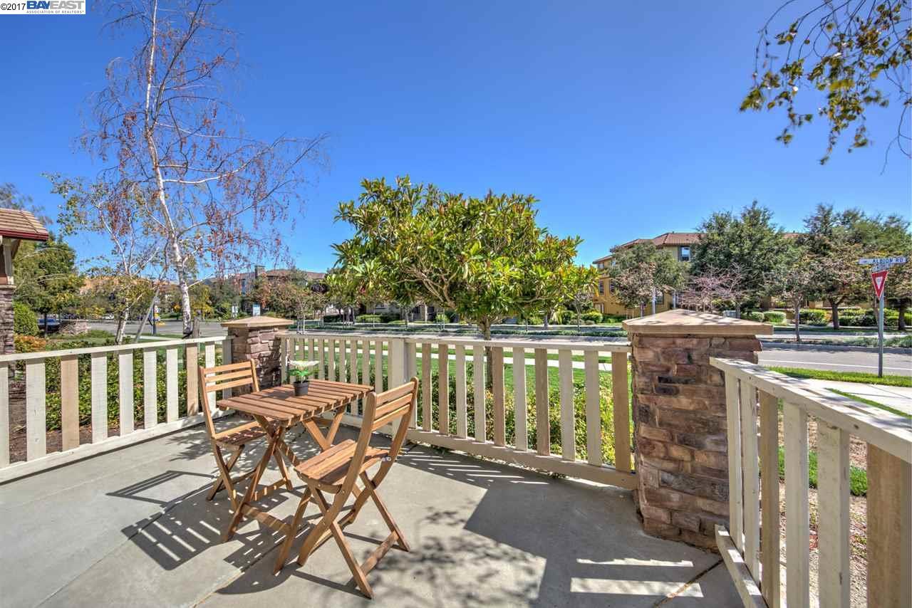 Casa unifamiliar adosada (Townhouse) por un Venta en 214 Arianna Lane San Ramon, California 94582 Estados Unidos