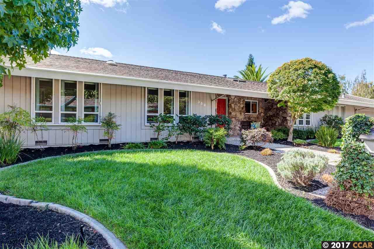 Maison unifamiliale pour l Vente à 359 Fernwood Drive 359 Fernwood Drive Moraga, Californie 94556 États-Unis