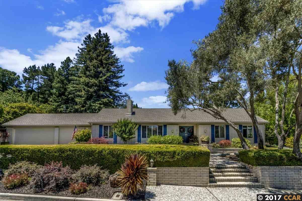 Maison unifamiliale pour l Vente à 100 Fernwood Drive 100 Fernwood Drive Moraga, Californie 94556 États-Unis