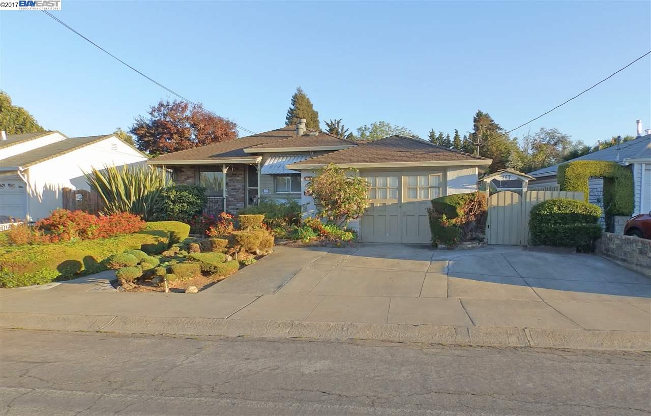 Maison avec plusieurs logements pour l Vente à 767 Paradise Blvd 767 Paradise Blvd Hayward, Californie 94541 États-Unis