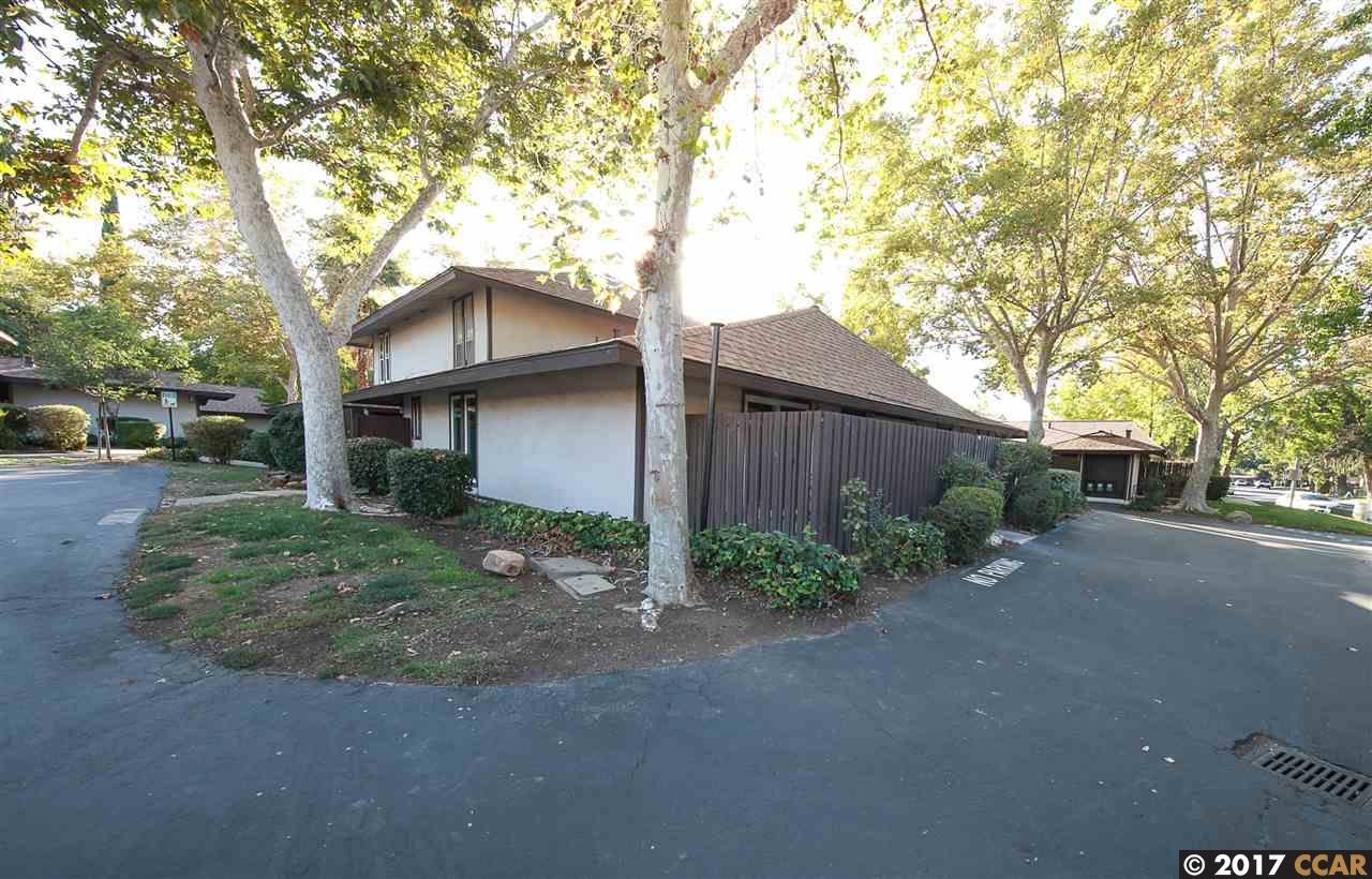 Maison accolée pour l Vente à 5484 Roundtree Drive 5484 Roundtree Drive Concord, Californie 94521 États-Unis