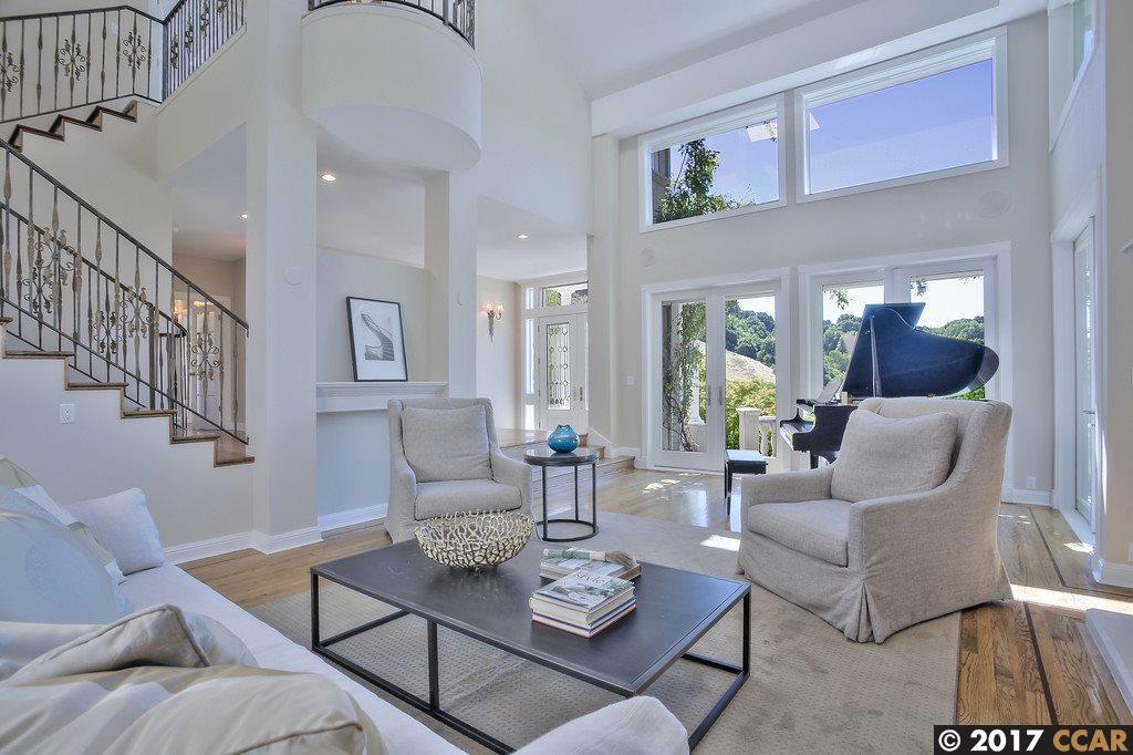 獨棟家庭住宅 為 出售 在 595 Dalewood Drive 595 Dalewood Drive Orinda, 加利福尼亞州 94563 美國